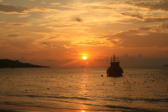 Ko Samet, Thailand: sunrise on our beach