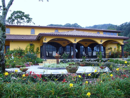 Los Establos Boutique Hotel: The gardens and hotel