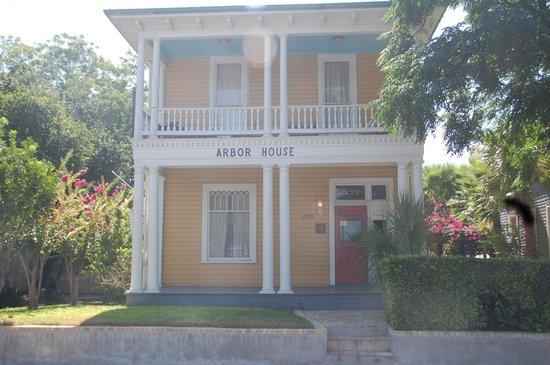 Photo of Arbor House Suites Bed and Breakfast San Antonio