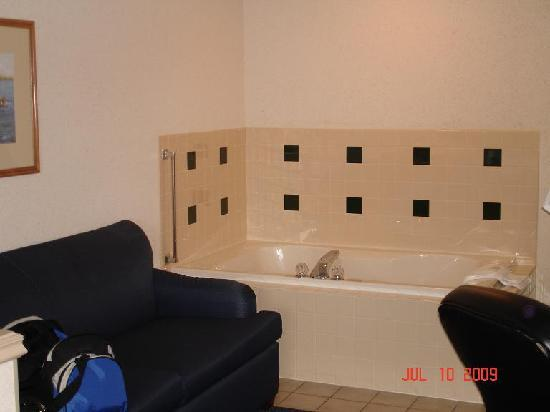 Holiday Inn Express St. Joseph: Whirlpool