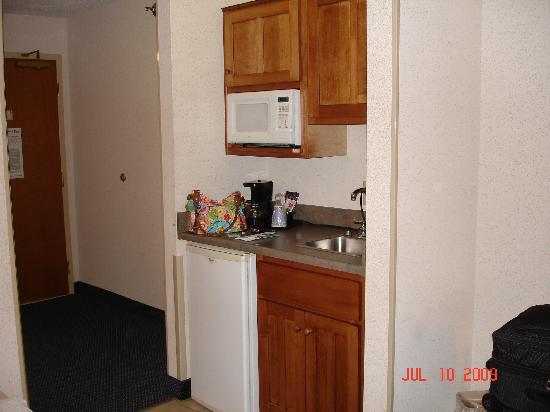 "Holiday Inn Express St. Joseph: ""Kitchenette"" in the room"