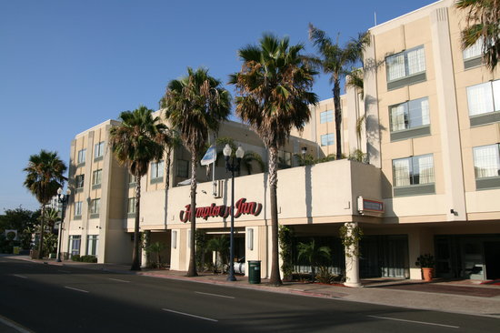 Hampton Inn San Diego - Downtown: Hotel Front