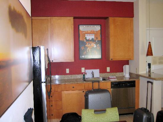 Residence Inn Jackson Ridgeland: Full Kitchen!