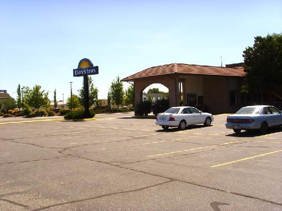 Days Inn Richland: Main entrance