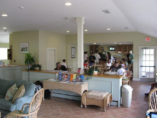 The Beachside: Lobby during breakfast rush-hour lol