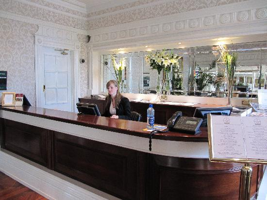 Killarney Towers Hotel & Leisure Centre: Bunratty Castle Hotel - Reception