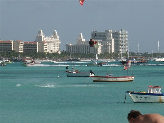 Aruba : Instructor Flo flying high!