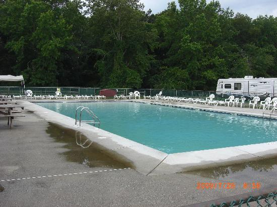 Lake Laurie Campground: piscine