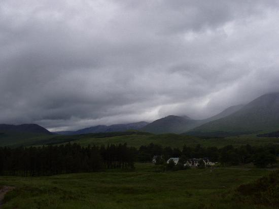 Bridge of Orchy, UK: Inveroran Hotel - amazing setting