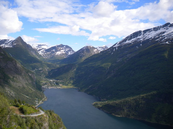 Noruega: Geiranger at the bottom of the Geirangerfjord