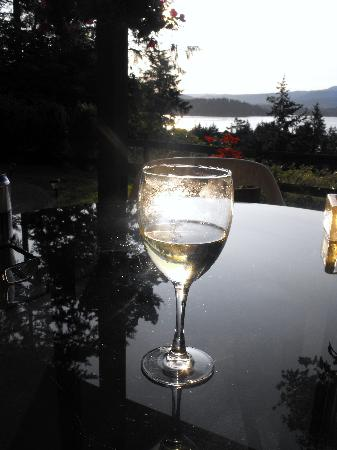 Cape Cod Bed & Breakfast: Wine, sunset and relaxation...
