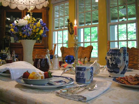Morning Glory Bed and Breakfast: Fabulous Breakfast in a beautiful setting