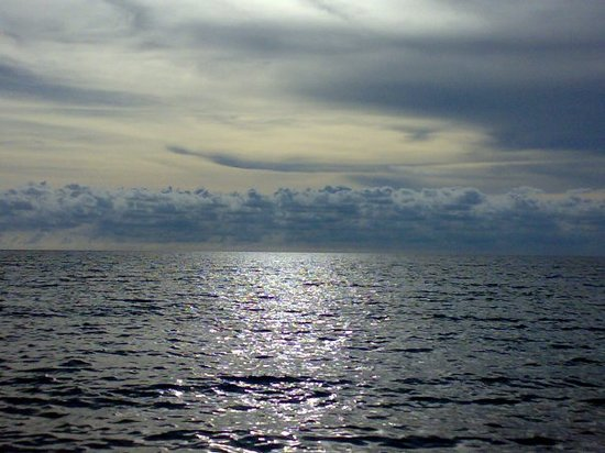 Pangkor, Malaysia: is there a line that separate the sky n sea??