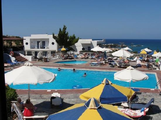 Une des piscines photo de hersonissos village hotel for Club piscine ste agathe des monts