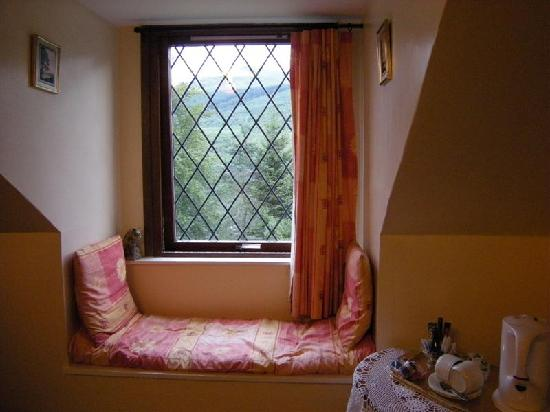 window nook at the b b picture of rowantree cottage bed