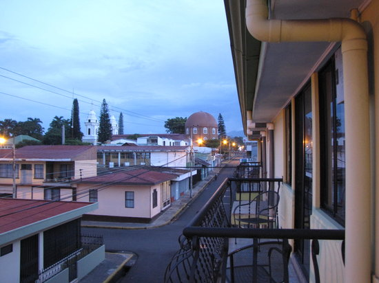 Hotel La Guaria Inn & Suites