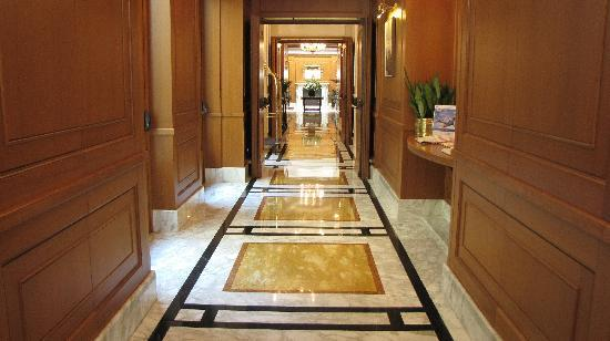 Hotel Manzoni: The main corridor