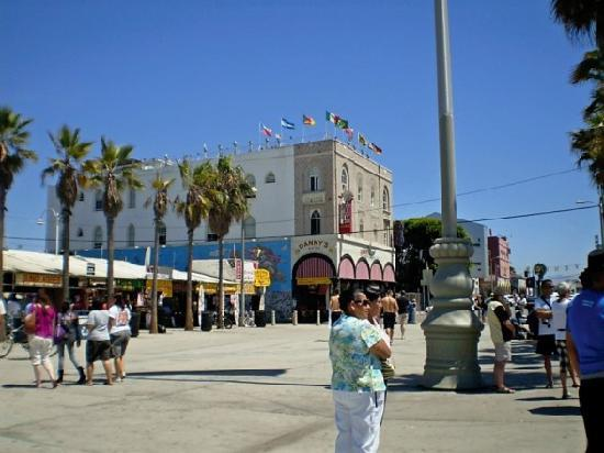 A Shop On Venice Beach Boardwalk Picture Of Los Angeles