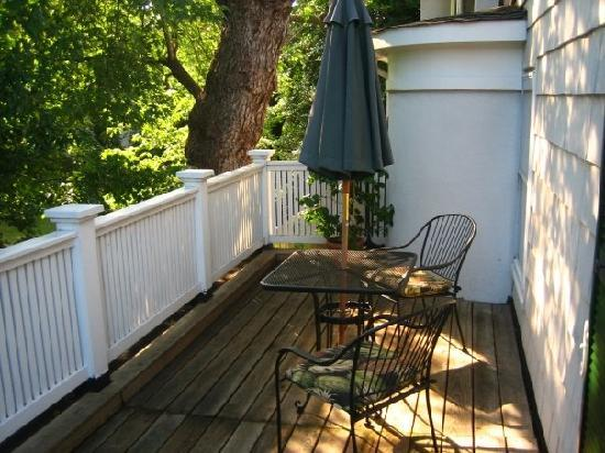 Harbor View Inn of Annapolis: Our private patio area!