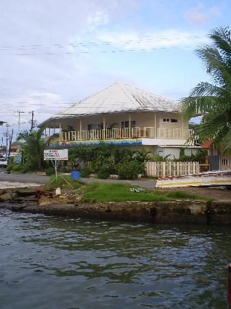 Hotelito Del Mar: Look out over water
