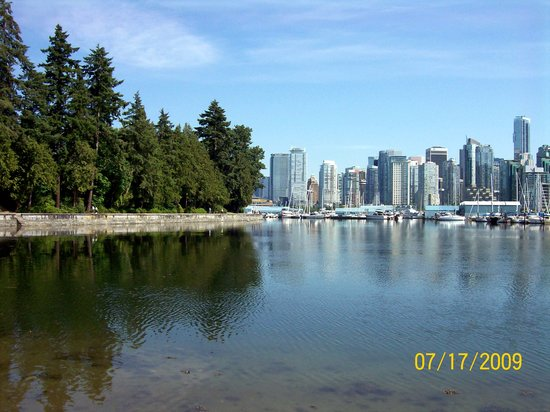 Ванкувер, Канада: View of the Vancouver skyline from Stanley Park