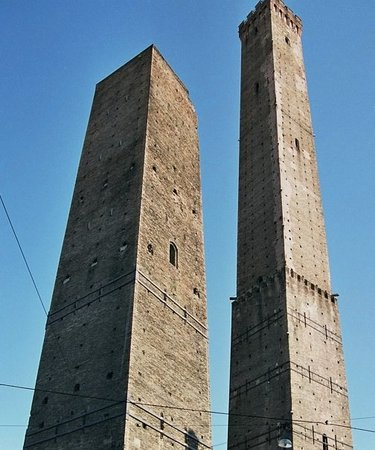 Towers of the Asinelli and Garisenda (Torri degli Asinelli e Garisenda)