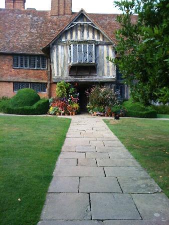 Northiam, UK: Main entrance to the house