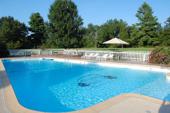 Inn on Crescent Lake: pool