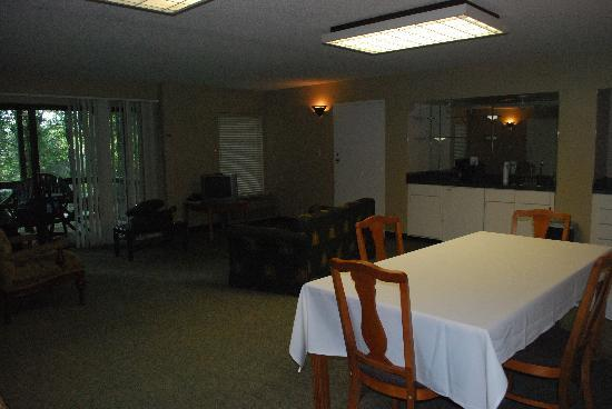 Inn at Killearn Country Club: A view of the party room from a different angle