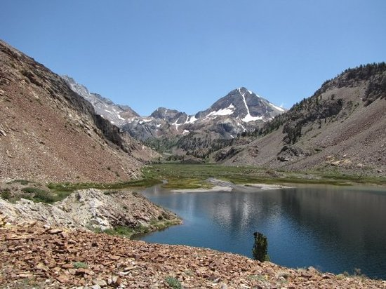 Mammoth Lakes, CA: Finally, Lake Mildred. 5 miles, 2000 ft, and two wades through a creek later (the bridge was out