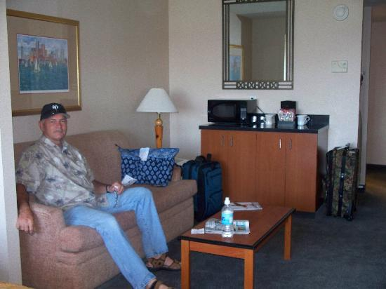 Comfort Inn - Boston: Sitting area with coffeemaker,etc