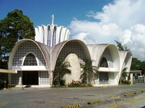Bacolod, Filipinas: The church inside St. John Institute (Hua Ming) grounds