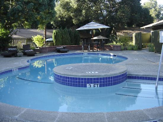 La Hacienda Inn: Pool Area