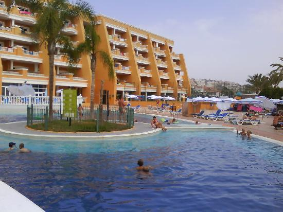 Playa Real Resort : view round pool