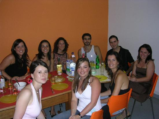 Alberguinn Sants Youth Hostel: Noche de fiesta