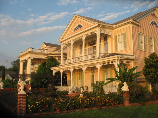 Riverside Bed and Breakfast: Front of the Riverside B&amp;B