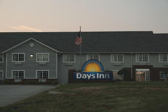 Mountain Home Days Inn: Front of Days Inn