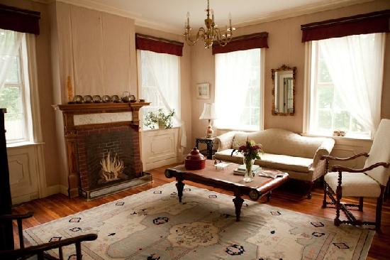 The Sumner Mansion Inn: Asian-themed sitting room