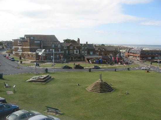 Hunstanton, UK: The Green from the Goldlen Lion