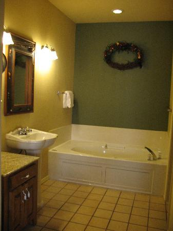 Wyndham Branson at The Meadows : Condo w/ jacuzzi