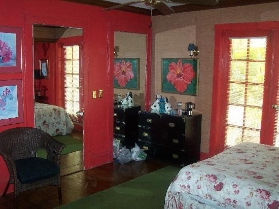 Hibiscus House: Red Room