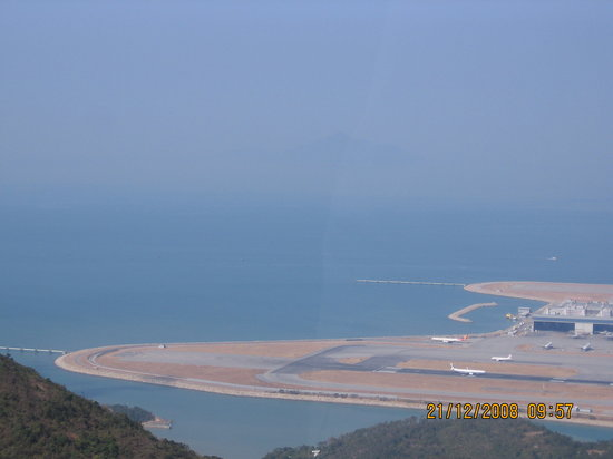 Hong Kong Airport Landing. Hong Kong, China: Landing and