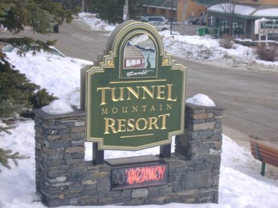 jacuzzi bath picture of tunnel mountain resort banff. Black Bedroom Furniture Sets. Home Design Ideas