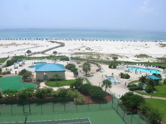Gulf Shores Plantation: View from our room of the beach and pools