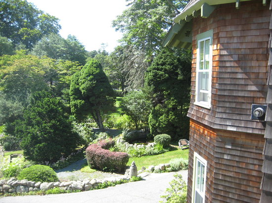 The Fernbrook Inn: Grounds at Fernbrook Inn
