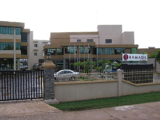 Ramada Katunayake Colombo International Airport: Hotel from outside