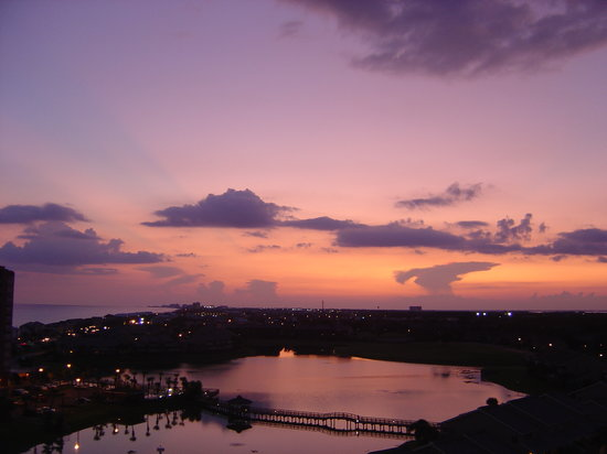 Wyndham Vacation Resorts at Majestic Sun: Sunset over the lagoon