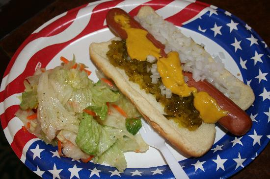 Seaside Hawaiian Hostel: free hotdog