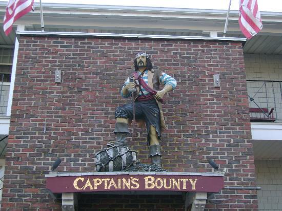 Captain's Bounty on the Beach: The entrance to Captain Bounty