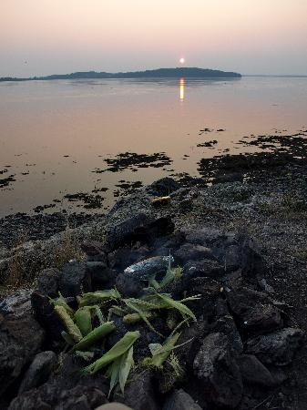 Deer Island Point Park Campground: Sunset Firepit
